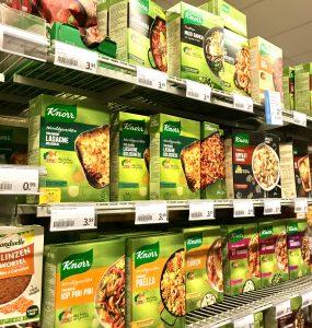スーパーに並ぶお料理キット
